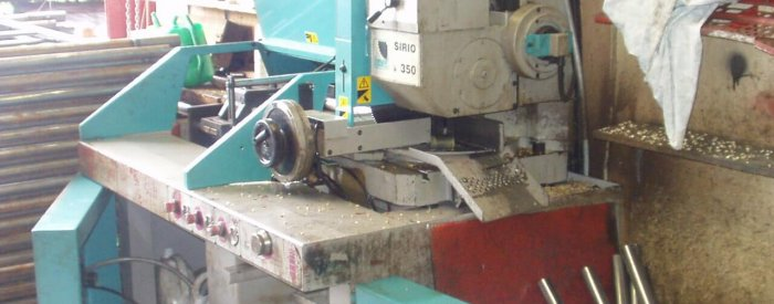 noisy steel cutting machine